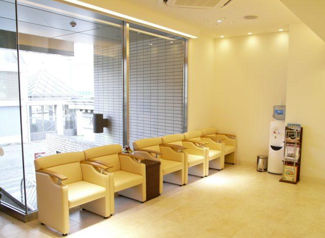 アリビオ矯正歯科医院の待合室