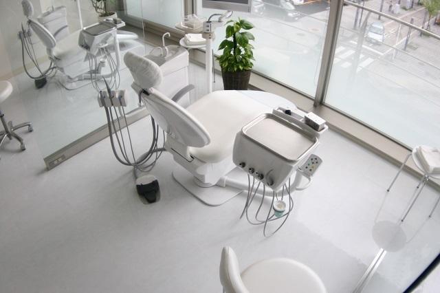 「日本矯正歯科学会」公認の専門医がいるアリビオ矯正歯科