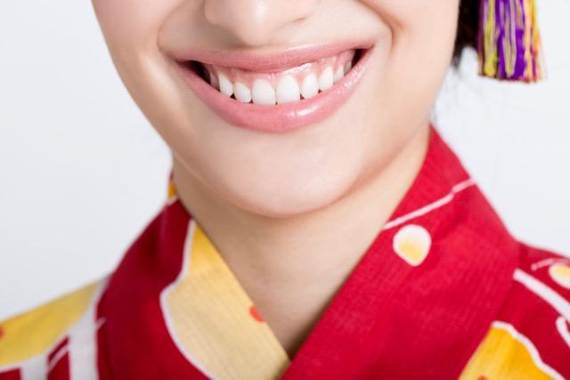 歯茎が気になるガミースマイル、歯列矯正治療で改善できる?