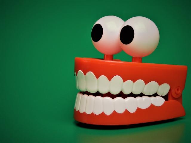 歯列矯正の治療中にガムを噛んでもいいのか?