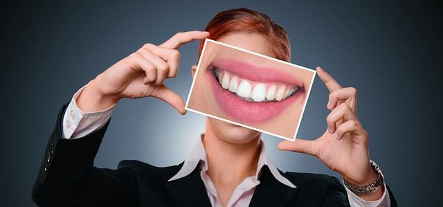 「歯ぎしり」の原因はストレス?それとも歯並び?