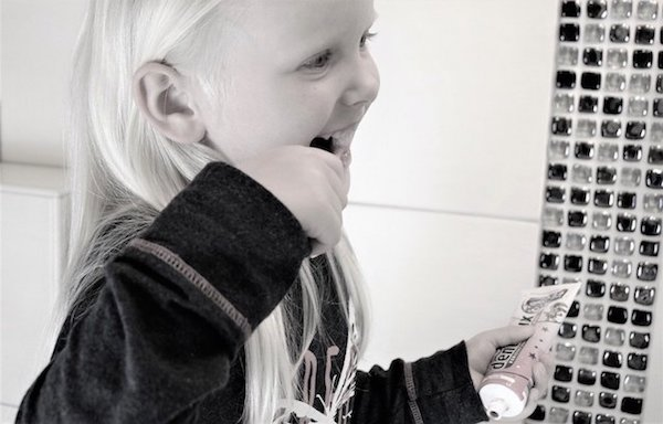 【乳歯を守る】嫌がる子供に歯磨きさせる、おすすめのやり方は?